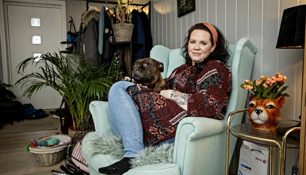 EKSTREMT PLAGET: Tommine Møller (38) lider av alvorlig premenstruell syndrom (PMDD) og har sterke smerter og selvmordstanker halvparten av hver måned. Foto: Nina Hansen / Dagbladet