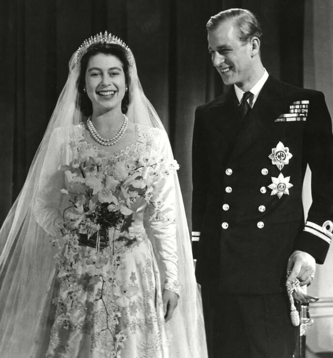DEN GANG DA: Dronning Elizabeth måtte betale for bryllupskjolen med rasjoneringskuponger. Foto: Shutterstock / REX / NTB