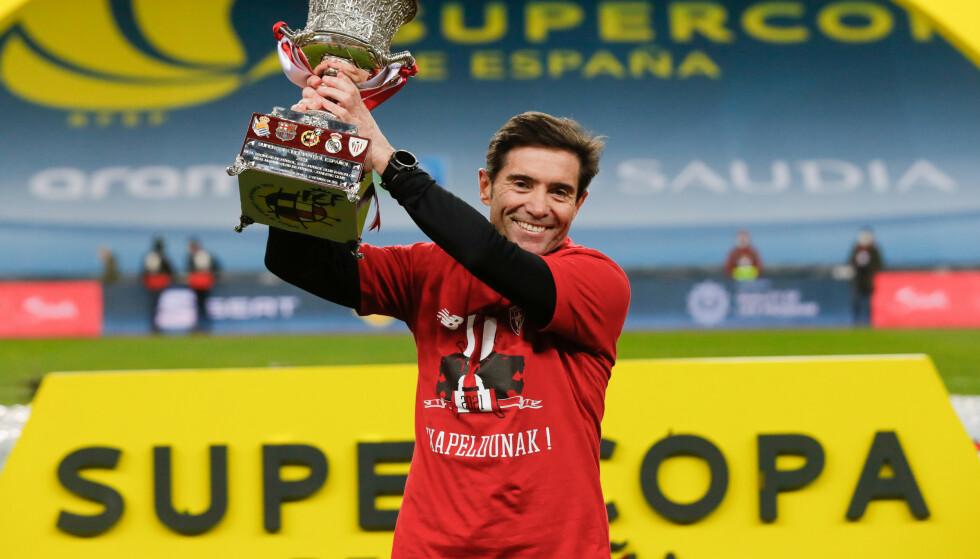 MANN AV SKJEBNEN: Marcelino vant den spanske cupen med Valencia, og vant nylig den spanske supercupen med Athletic Club. Foto: Pablo Garcia/RFEF/Handout