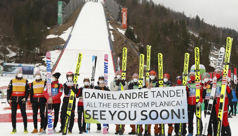 EN HILSEN FOR LIVET: Tandes konkurrenter avsluttet skiflyvningsdagene i Planica med en varm hilsen til nordmannen. FOTO: AP/NTB