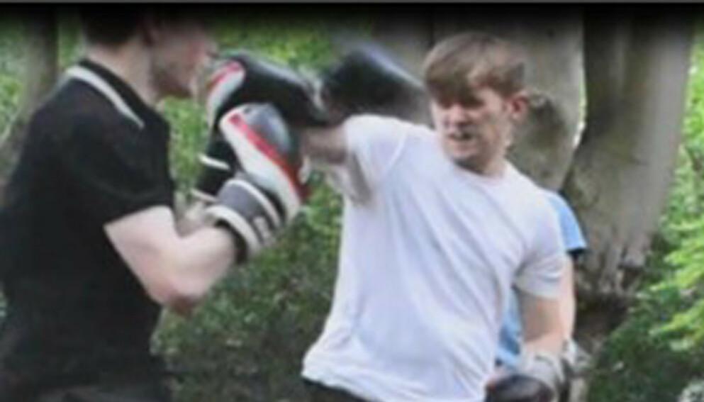 TRENINGSVIDEO: Den britiske politimannen Ben Hannam deltok i boksetrening med National Action - en organisasjon britiske myndigheter beskriver som en nynazistisk terrororganisasjon. Foto: Metropolitan Police