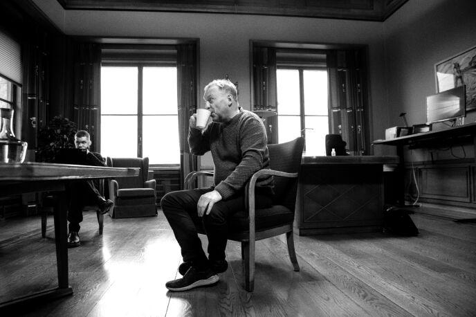BYRÅDSLEDER: Raymond Johansen på sitt kontor i Rådhuset da han møtte Dagbladet i mars. Foto: Nina Hansen / Dagbladet