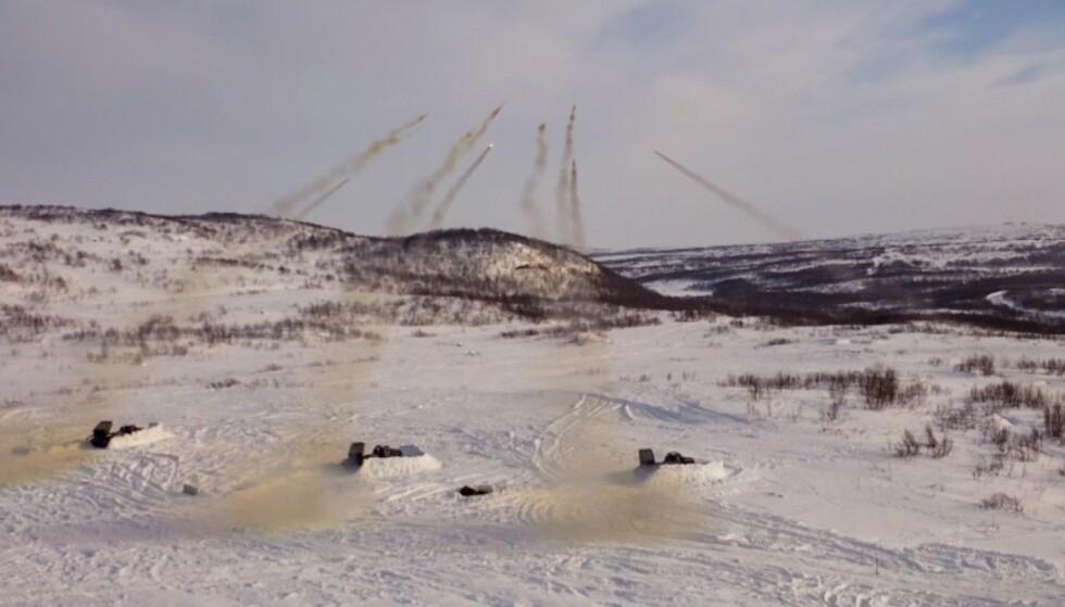 ØVER: Russiske soldater øvde med skarpe våpen i Arktis i slutten av mars. Foto: Det russiske forsvarsdepartementet
