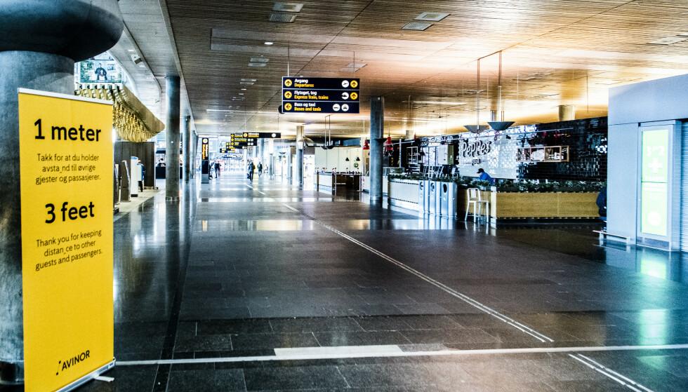 DEN HIMMELSKE FREDS PLASS: Tomt i ankomsthallen på Gardermoen tidlig ettermiddag 2. påskedag, utgang fra tollkontroll til høyre. Foto: Lars Eivind Bones / Dagbladet.