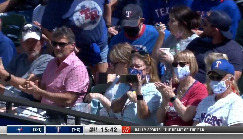 FULLT HUS: Det var stinn brakke i kampen mellom Texas Rangers og Toronto Blue Jays. Foto: Skjermdump Viaplay.