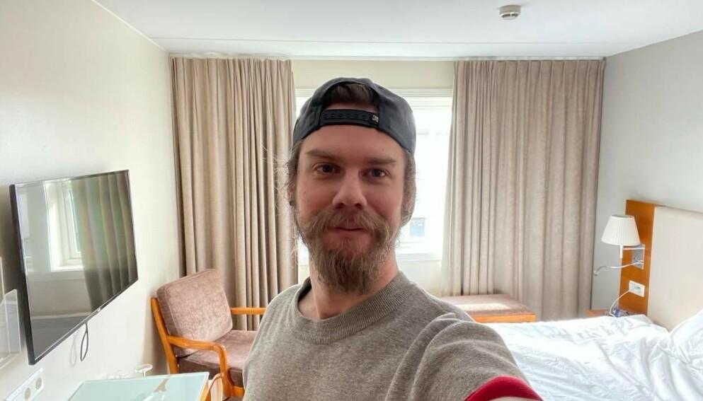KJEDER SEG: Carl Christopher Häggström havnet på karantenehotell på vei hjem til Kragerø. Foto: Privat