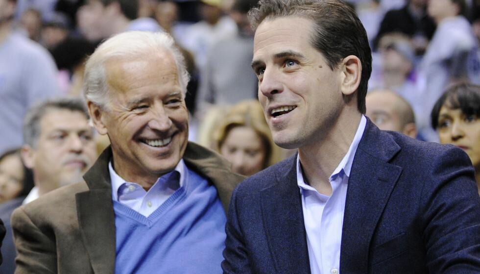 FAR OG SØNN BIDEN: Nåværende president Joe Biden og sønnen Hunter fotografert i 2010. Denne uka kom Hunter Biden med en usedvanlig ærlig erindringsbok. Foto: NTB / AP /Nick Wass