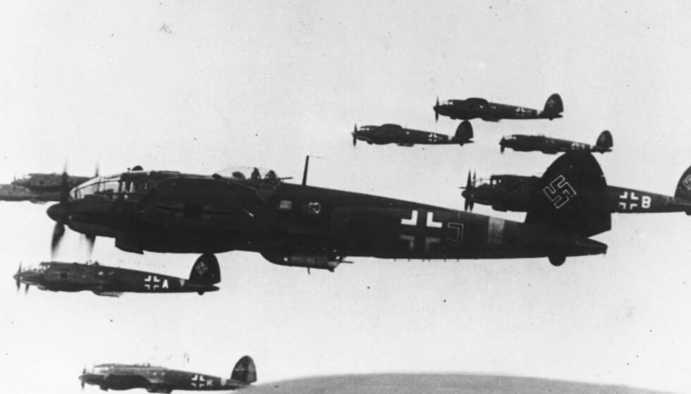 LUFTWAFFE: Hovedpersonen Harriets mann tjenestegjorde i Luftwaffe, der også hennes venn Klaus er generalløyntnant. Bildet viser tyske bombefly i november 1943. Foto: NTB / AP