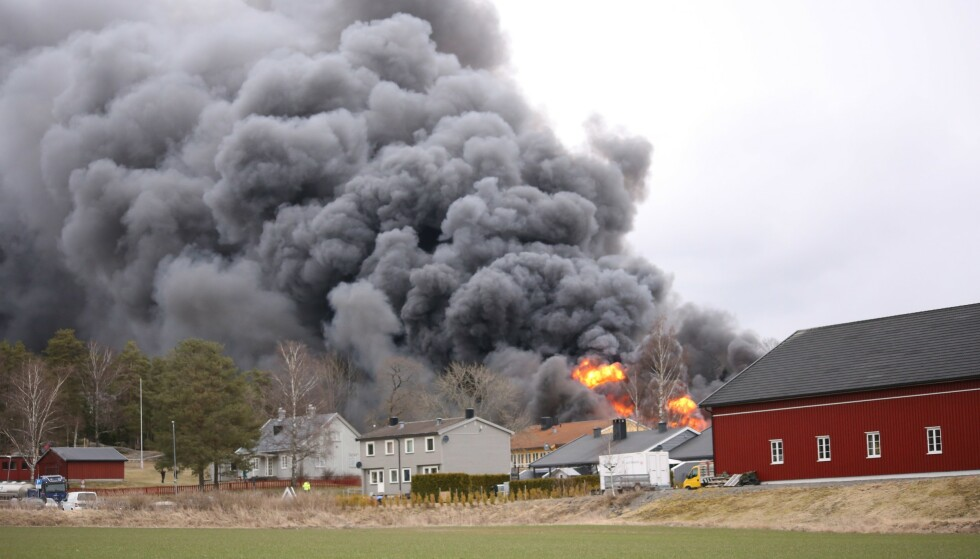 KAN MÅTTE EVAKUERE: Ifølge politiet må naboene til skolen være forberedt på å måtte evakuere. Foto: Freddie Larsen