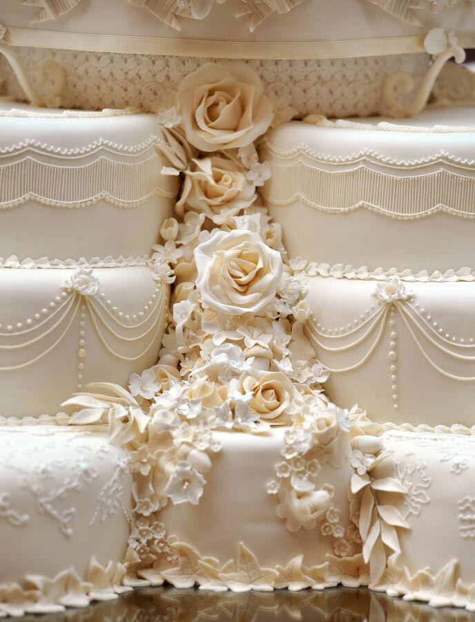 INTRIKAT: Det mangler ikke på detaljene i kaka, som har servert flere hundre gjester opp gjennom åra. Foto: REX / NTB