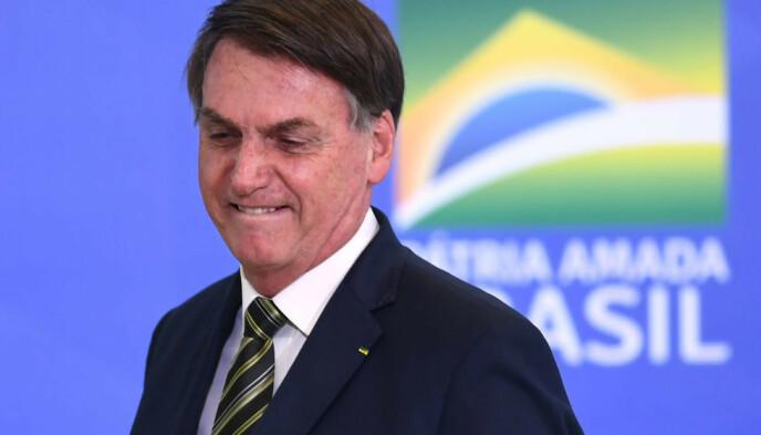 VIL IKKE STENGE NED: Brasils president Jair Bolsonaro vil ikke stenge ned landet til tross for at det stadig settes nye dystre rekorder. Foto: AFP/ NTB