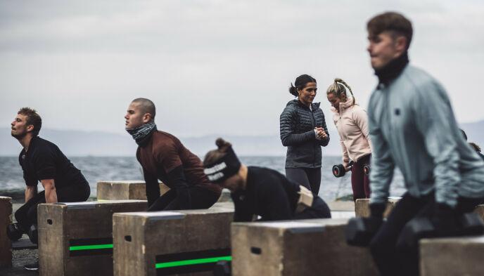 JERNHÅND: Jørgine «Funkygine» Massa Vasstrand har loset deltakerne gjennom beinharde konkurranser denne sesongen. Foto: Erlend Lånke Solbu / NRK