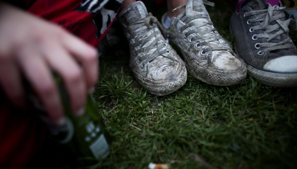 STOR FEST: Natt til søndag var over 50 ungdommer samlet til fest i skogen i Levanger. Kommuneoverlegen er bekymret. Illustrasjonsfoto: Kyrre Lien / NTB