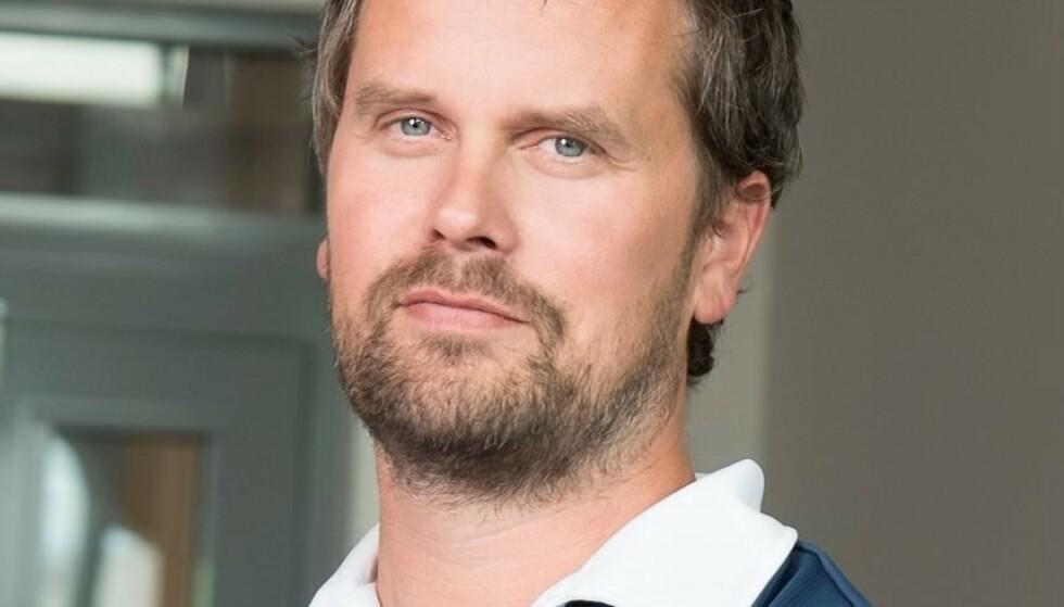 ANSVAR: Kommuneoverlege Tommy Aune Rehn retter pekefingeren både mot ungdom og foreldre etter nattes festing. Han mener alle nå må ta ansvar og hold ut. Foto: Fotograf Hattrem