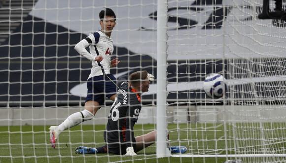 SON KAN DET GÅ: Heung-min Son sendte Tottenham i føringen. Foto: Adrian Dennis/Pool via AP