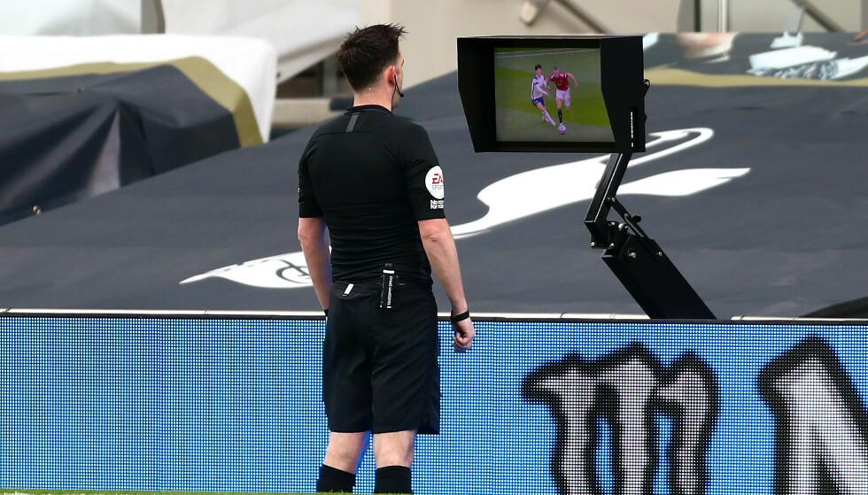 SITUASJONEN: Dommer Chris Kavanagh valgte å annullere Manchester Uniteds scoring etter situasjonen mellom Scott McTominay og Heung-min Son. Foto: NTB/Scanpix