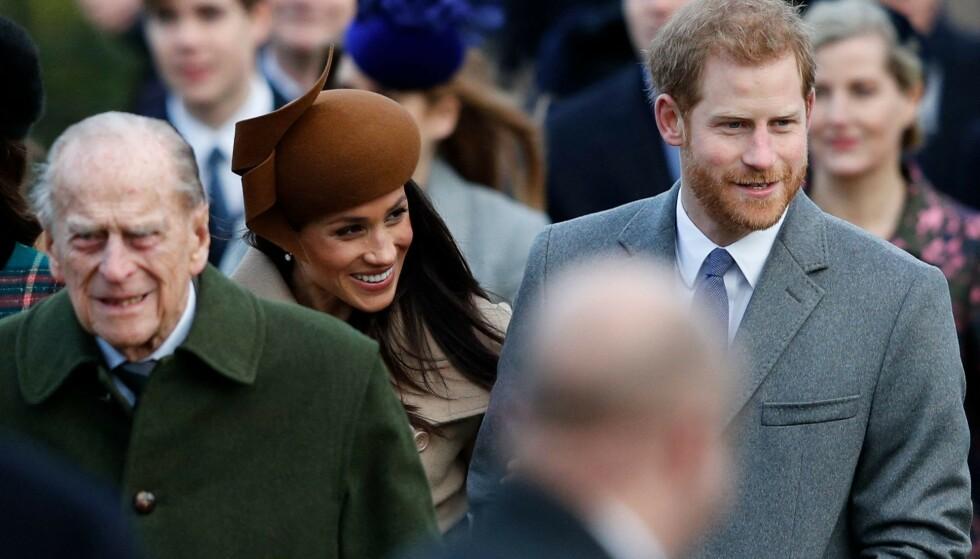 FÅR REFS: Hertugparets hyllest av prins Philip har ikke gått upåaktet hen. Nå skal prins Harry også angivelig ha landet i London for å delta i bestefarens begravelse. Foto: Adrian Dennis / AFP / NTB