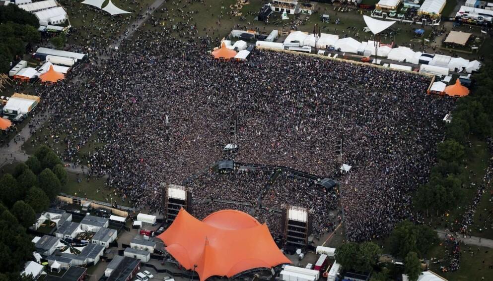 STORSCENEN: Roskildefestivalens hovedscene trekker til seg titusenvis hver sommer. Foto: Roskilde