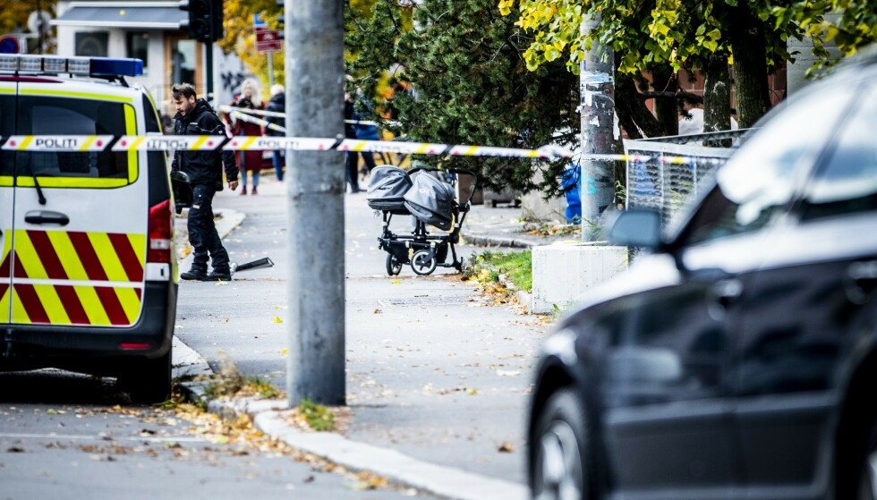 TRAFF BARNEVOGN: Ambulansen traff en barnevogn med tvillingbabyer. De ble lettere skadd. Foto: Christian Roth Christensen / Dagbladet