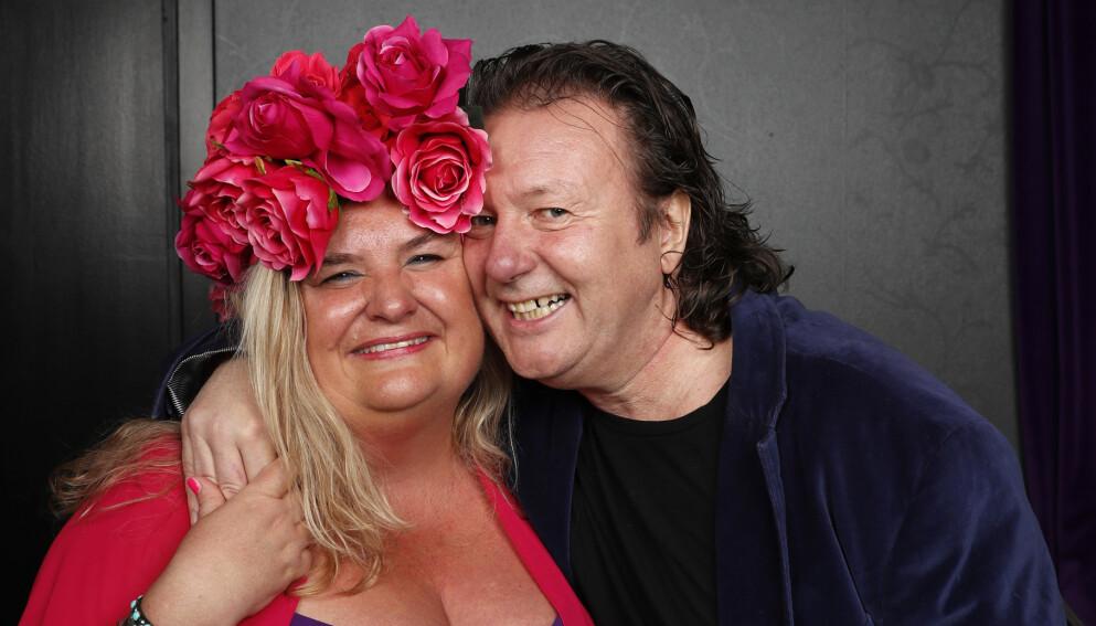 DÅRLIG STEMNING: De smiler bredt, men det spørs om Hilde Skovdahl og Svein Østvik virker like blide neste gang de blir tatt bilde av sammen. Foto: Terje Bendiksby / NTB