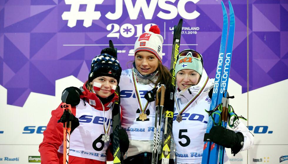 VM-SUKSESS: Anita Korva på pallen i junior-VM med Kristine Stavås Skistad og den polske sølvvinneren Monika Skinder. Seinere har det Foto: NTB