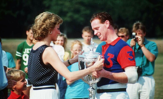 FLERE RYKTER: Ved flere anledninger har det blitt spekulert på om Diana fikk Harry med James Hewitt. Dette har seinere blitt avkreftet. Foto: Ron Dadswell/REX/NTB