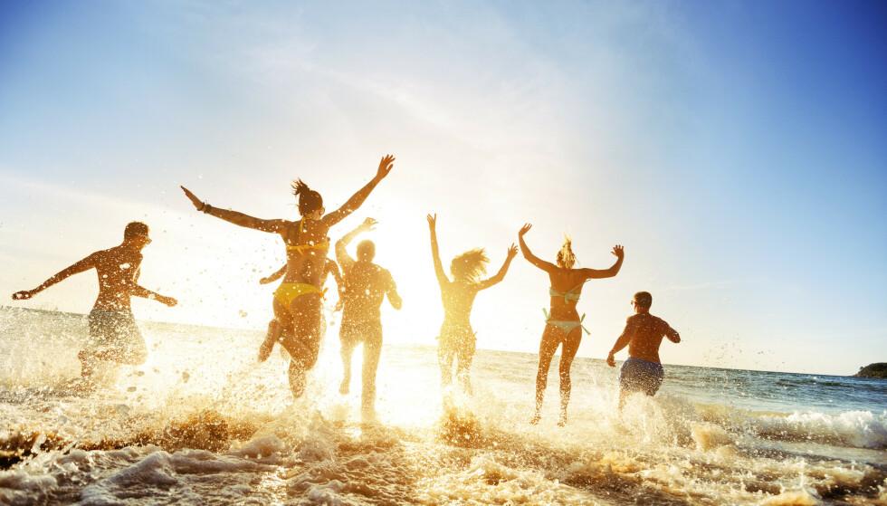 TA SPRØYTA MI: Versågod! Ta min sprøyte! Vi er i ferd med å frarøve covid-ungdommen enda en sommer. Foto: Shutterstock