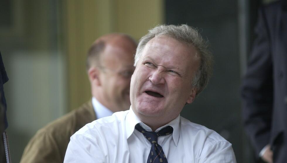 STORT HJERTE: Tor Kjærvik brukte store deler av livet sitt på å bistå folk i retten. Her er han avbildet fra retten i Drammen, i forbindelse med Bandidos-saken i 2002. Foto: Jon Terje H. Hansen / Dagbladet.