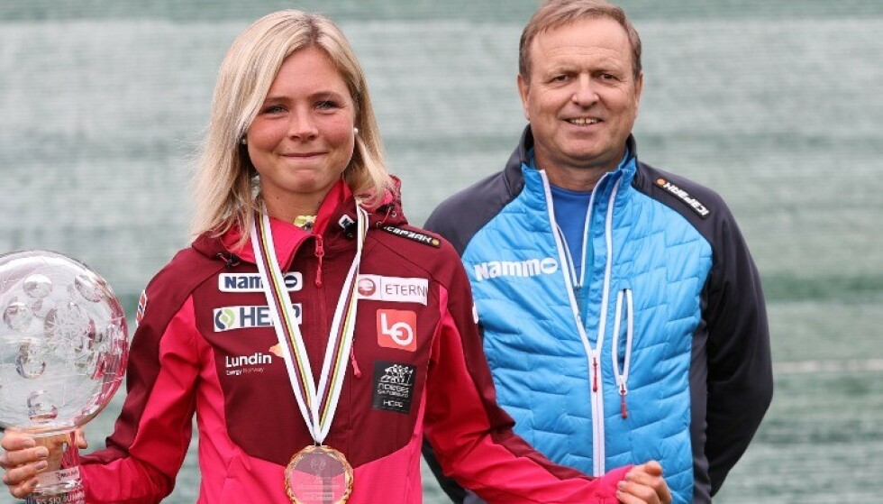 SPENT: Bertil Pålsrud (t.h.) er spent på om Norges forslag om hopp for damer i Vikersund går igjennom. Foto: NTB