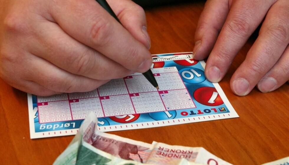 VANT UFATTELIG SUM: En mann fra Roskilde i Danmark fikk en nyhet han seint vil glemme forrige helg. Illustrasjonsfoto av lottokupong. Foto: Bjørn Sigurdsøn / NTB
