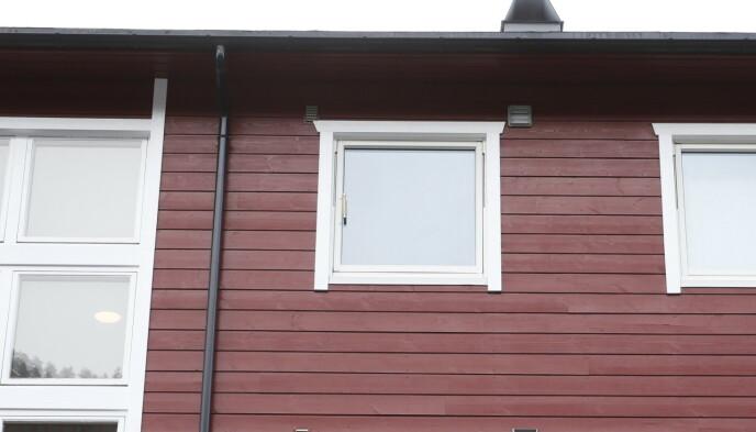 BOPELEN: Den siktede mannen har bodd i denne bygården på Kongsberg de siste åra. Foto: Henning Lillegård / Dagbladet