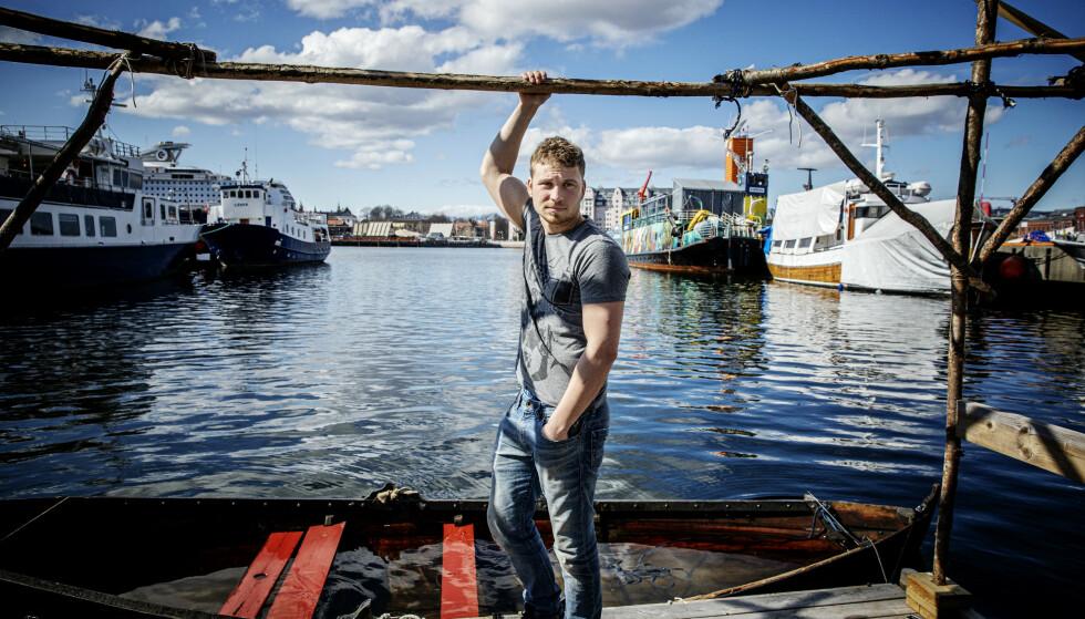 I SITT RETTE ELEMENT: Isak er fisker og tømrer. - Jeg søker alltid spenning, og vil helst ut av komfortsonen, sier han. Foto: Nina Hansen / Dagbladet
