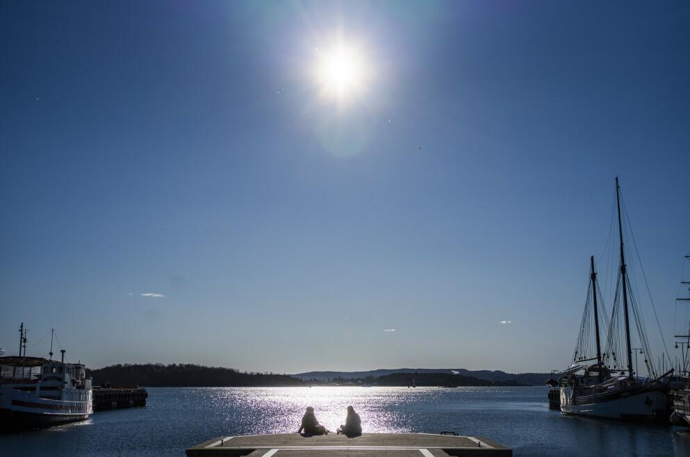 SOL, SOL OG SOL! Det er bare å finne fram solkremen de neste dagene, for meteorologene melder sol - for hele Norge! Foto: Håkon Mosvold Larsen / NTB