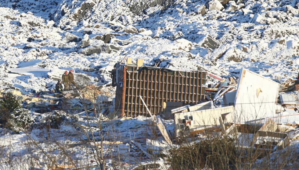 SKREDOMRÅDET: Flere boliger ble tatt av raset, flere hundre evakuert og mange ble sendt til sykehus etter skredet i Ask kommune. Ti personer mistet livet som følge av skredet. Foto: Terje Pedersen / NTB