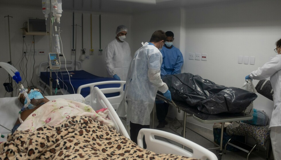 SLITER: Helsemyndighetene i Brasil sliter med å redde liv i intensivavdelingene rundt i hele landet. Foto: Fabio Teixeira/NurPhoto/NTB