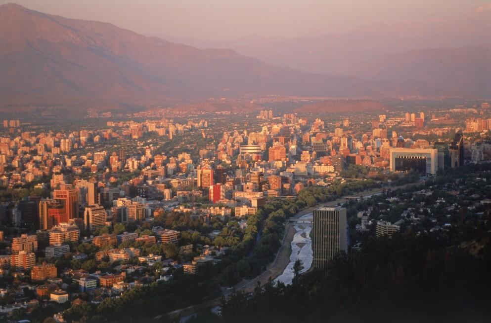 SMITTEØKNING: Smitte- og dødstallene øker kraftig i Chile. Foto: NTB / Stock Connection / REX