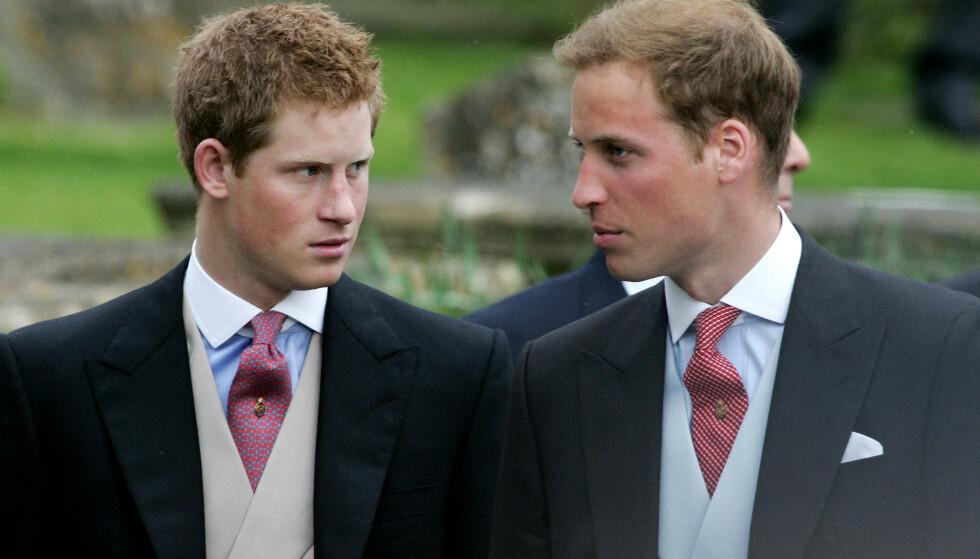 DISTANSE: Prins Harry har selv beskrevet forholdet til broren med ordet «distanse». De skal ikke gå ved siden av hverandre under begravelsen. Her er brødrene i 2016. Foto: Carl DE SOUZA / AFP / NTB