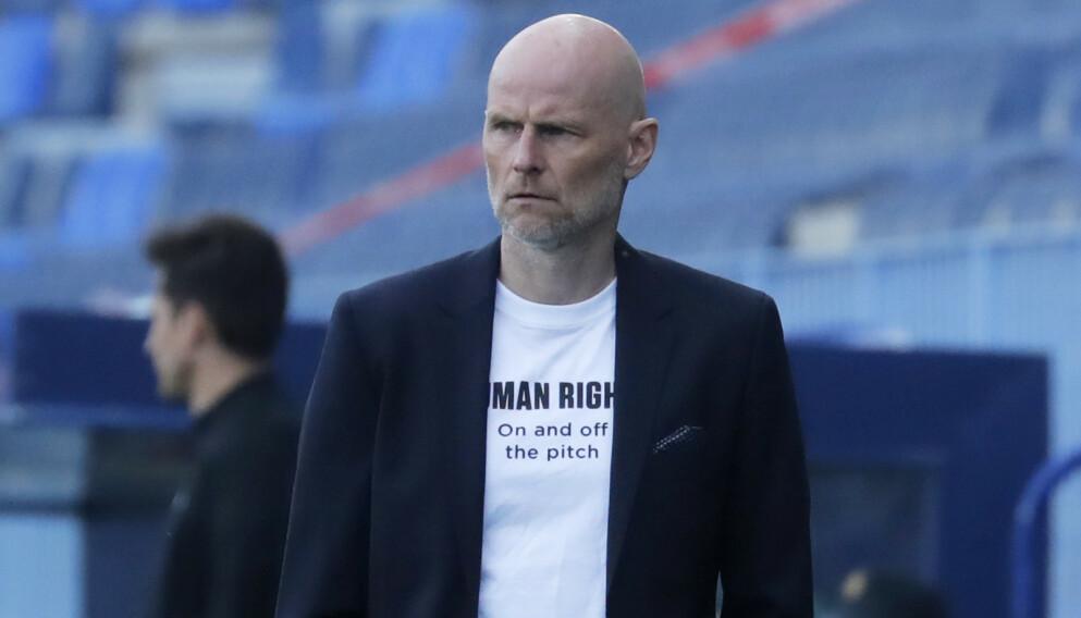 SMS-KONTAKT: Ståle Solbakken har god dialog med Rune Almenning Jarstein. Foto: NTB