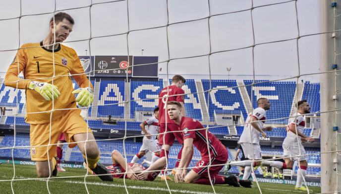 FØLTE SEG TOM: Rune Almenning Jarstein måtte ut i pausen da Norge tapte 3-0 for Tyrkia i mars. Foto: Geir Olsen / NTB