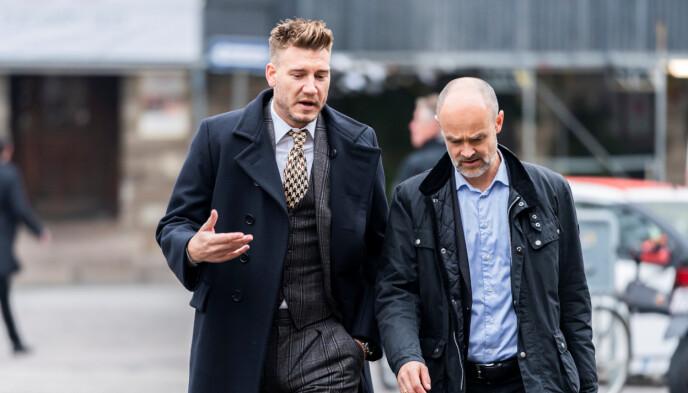 RETTEN: Nicklas Bendtner og hans tidligere advokat Anders Nemeth på vei inn til retten i 2018. Foto: Martin Sylvest/Ritzau Scanpix/