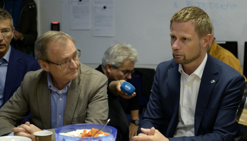 MØTE: Lars Vorland sammen med helse- og omsorgsminister Bent Høie (H) i forbindelse med et møte om luftambulansetjenesten i 2018. Foto: Rune Stoltz Bertinussen / NTB