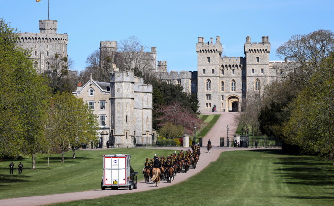 LØRDAG FORMIDDAG: Windsor slott før begravelsen lørdag. Foto: Molly Darlington / Reuters / NTB