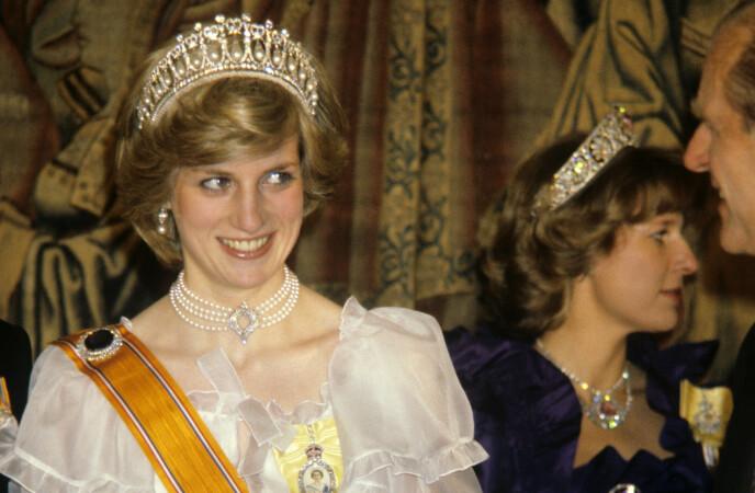 I SAMME SKO: Prinsesse Diana, som døde i 1997, hadde, i 1982, også på seg dronning Elizabeths juveler. Foto: PA Photo