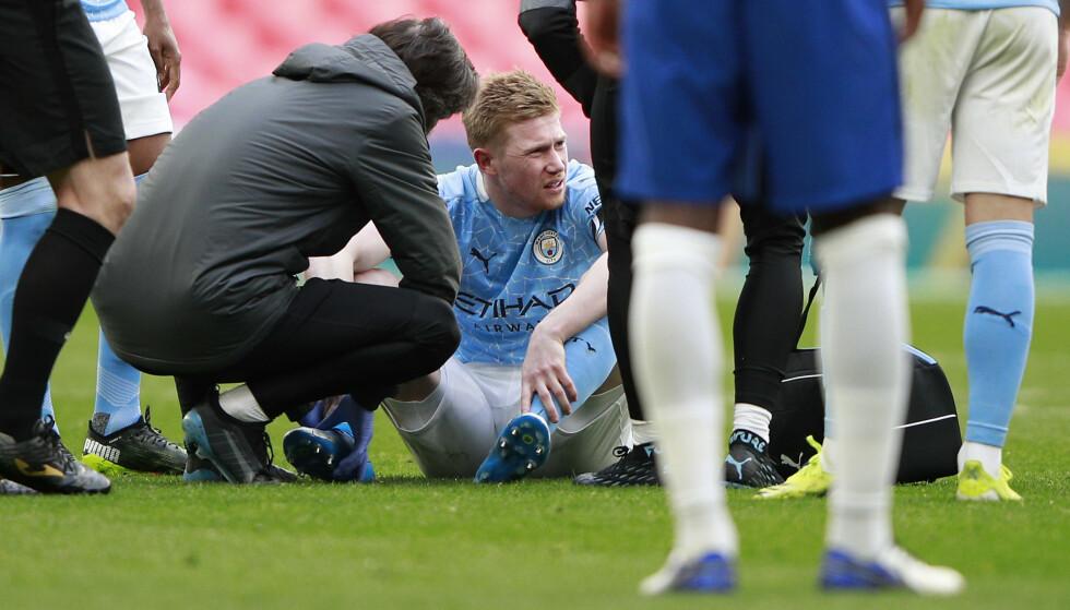 SKADET: Kevin De Bruyne måtte tusle av banen med en ankelskade. Foto: AP