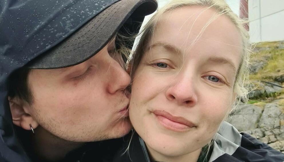 LYKKELIGE: Christine Dancke er glad for at hun møtte sin ti år yngre kjæreste, Simon, som hun har vært sammen med i syv og et halvt år. Foto: Instagram / @Christinedancke, gjengitt med tillatelse