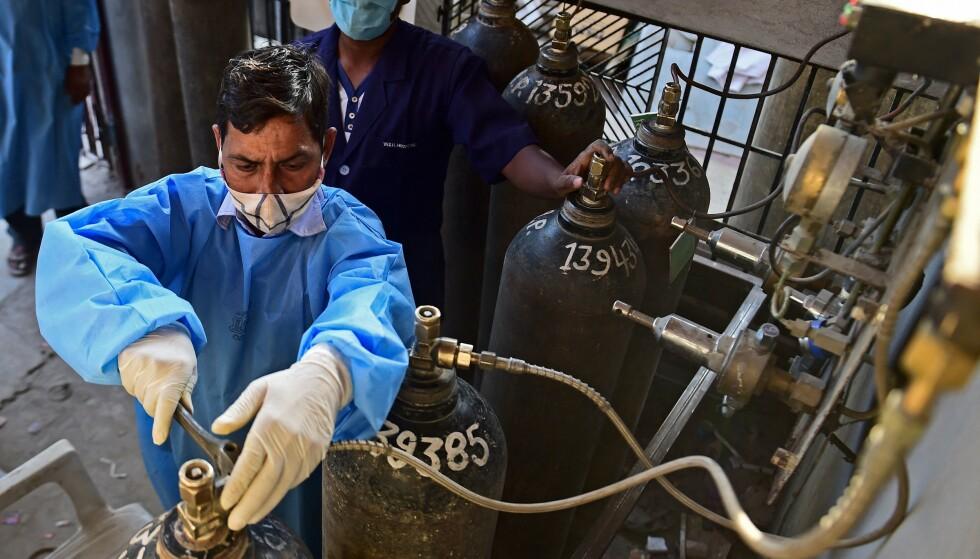 STORT BEHOV: Etter en kraftig økning i antall coronapasienter har indiske sykehus nå mangel på oksygen. Foto: Sanjay Kanojia / AFP / NTB