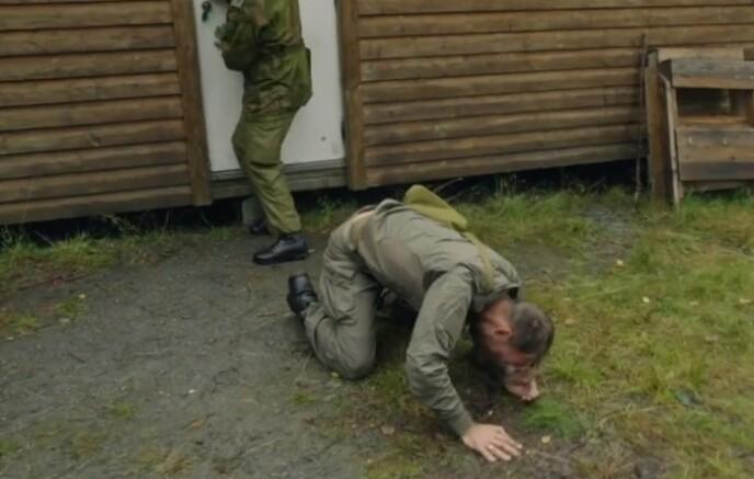 SEGNET OM: Morten Hegseth tok CS-bua som en mann, men slet med å holde seg på beina etterpå. Foto: TV 2