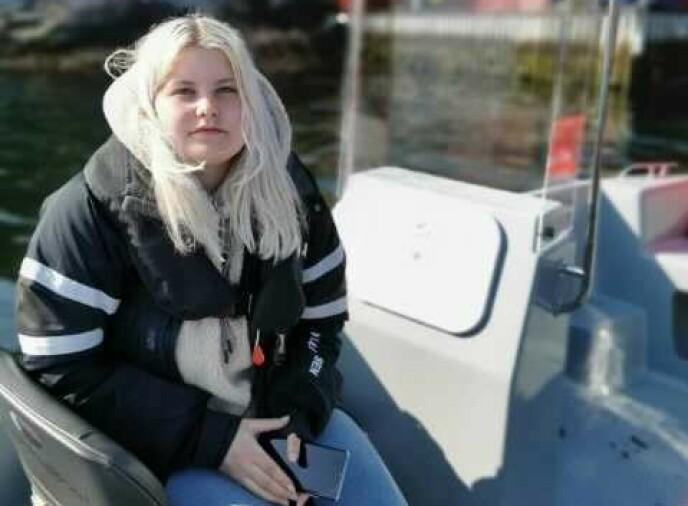 LETER: Malin Rosenborg og familien deltar i søket etter savnede Nicolai Øverås Espetvedt. Foto: Privat