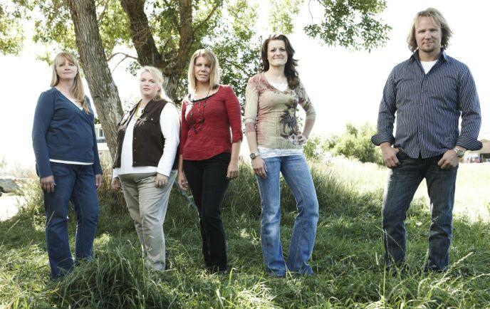 EN MANN, FIRE KONER: Kody sammen med konene Christine, Janelle, Meri og Robyn. Foto: Puddle Monkey Prods/Kobal/REX/NTB