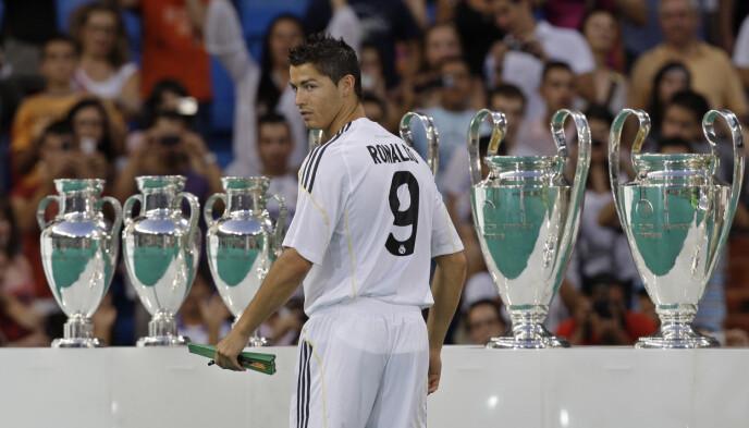 CALDERÓNS ARBEID: Cristiano Ronaldo ble tidenes dyreste signering da han gikk fra Manchester United til Real Madrid i 2009. Foto: AP Photo/Paul White.